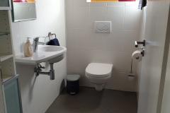 Apartment B - Badezimmer 2, Dusche & WC / Bathroom 2, Shower & Toilet