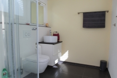 Apartment C - Bad Dusche & WC / Bathroom Shower & Toilet